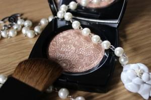 Chanel-Dentelle-Précieuse-Illuminating-Powder-6
